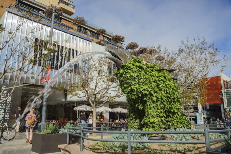 Fontaine de statue de style de dinosaure chez Santa Monica photos stock