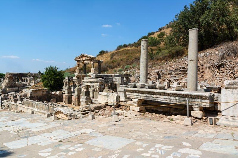 Fontaine de Trajan, Nymphaeum Traiani, dans la ville antique d'Ephesus, Selcuk, Turquie image stock