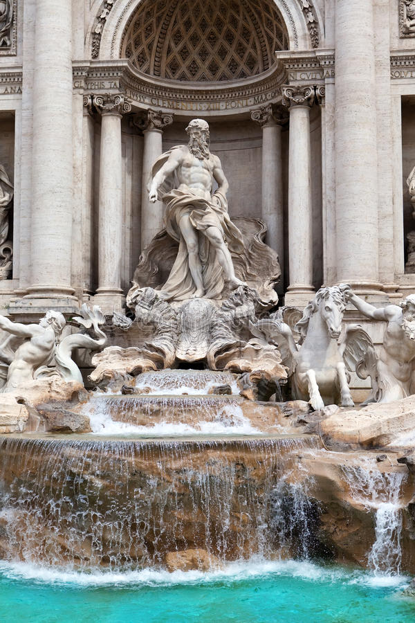 Fontaine de TREVI à Rome - en Italie. (Fontana di Trevi). Fin  photo libre de droits