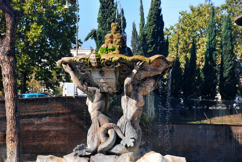 Fontaine de Triton à Rome, Italie photo libre de droits