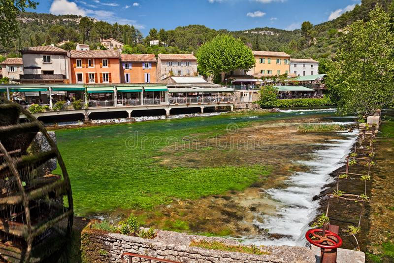 Fontaine-de-Vaucluse, Προβηγκία, Γαλλία: τοπίο του χωριού στοκ φωτογραφίες