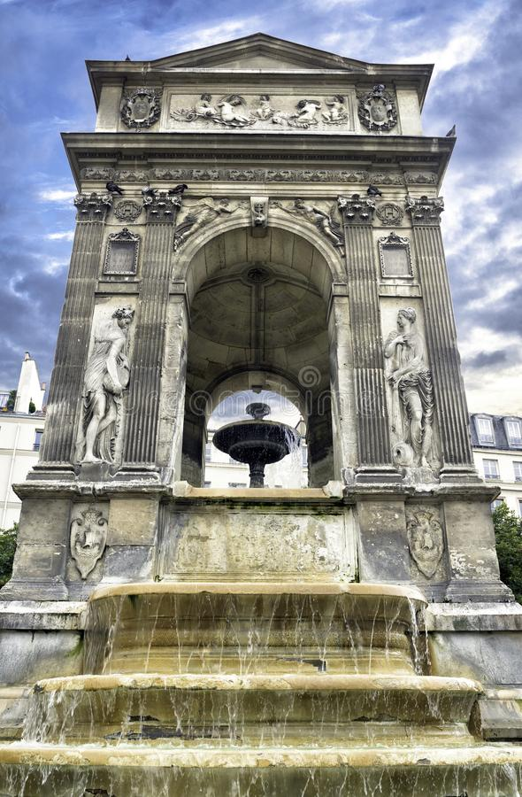 Fontaine des innocents à Paris, France photos stock