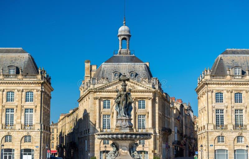 Fontaine des trois grâces à sur l'endroit de la Bourse en Bordeaux, France photos stock