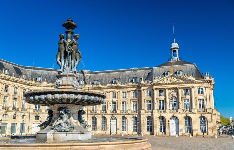 Fontaine des trois grâces à sur l'endroit de la Bourse en Bordeaux, France photographie stock