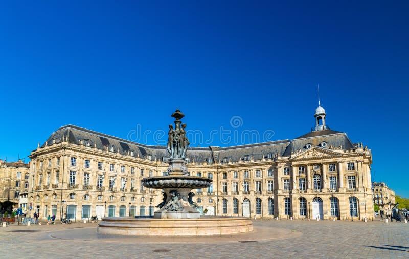 Fontaine des trois grâces à sur l'endroit de la Bourse en Bordeaux, France image stock