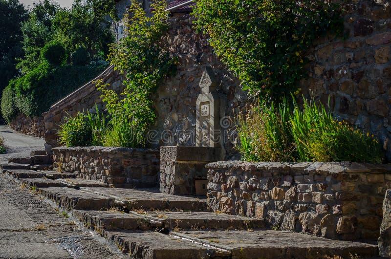 Fontaine du village du verdeña ? Palencia image stock
