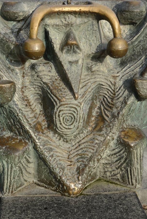 Fontaine en bronze de détail photos stock