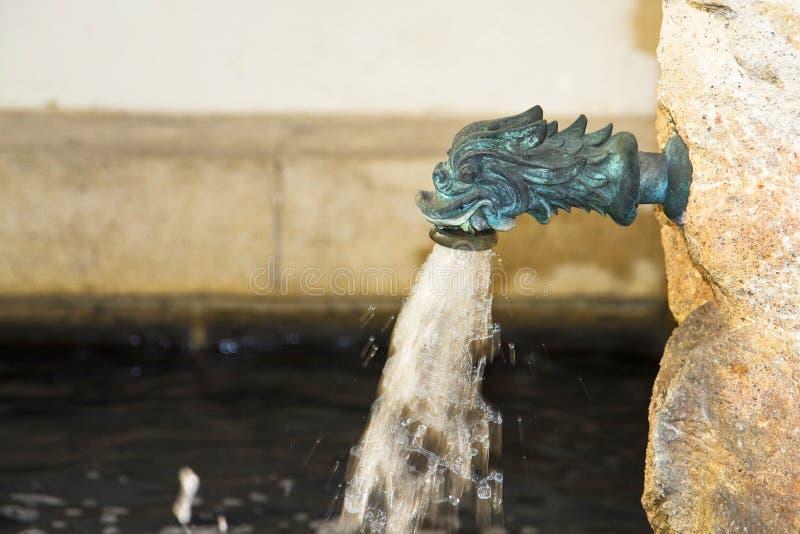 Fontaine en laiton antique photos stock