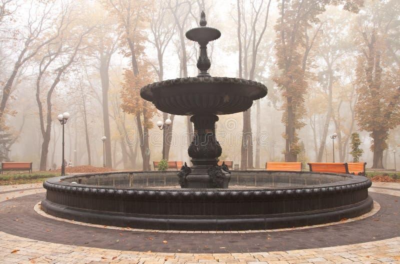 Fontaine en parc de Mariinsky à Kiev image libre de droits