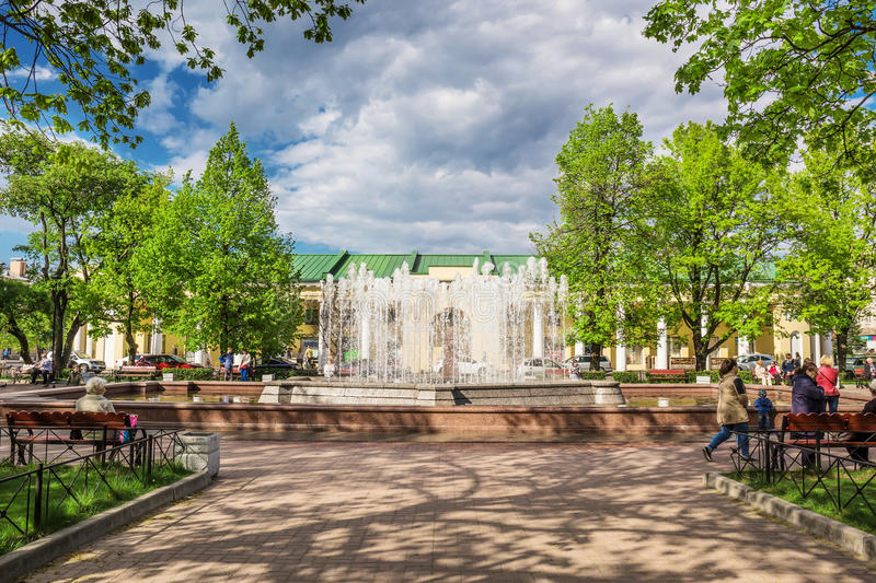 Fontaine en parc de St Andrew Kronstadt, Russie photo stock