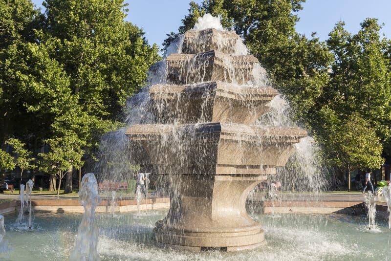 Fontaine en parc de ville à Bakou images libres de droits