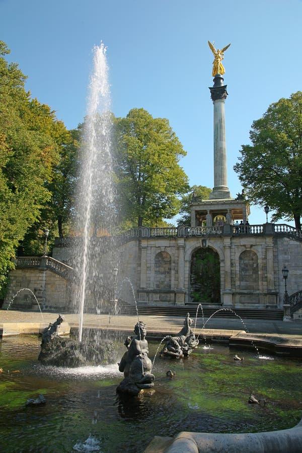 Fontaine En Stationnement Photos stock