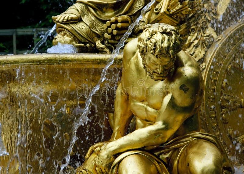 Fontaine en stationnement de Versailles photos stock