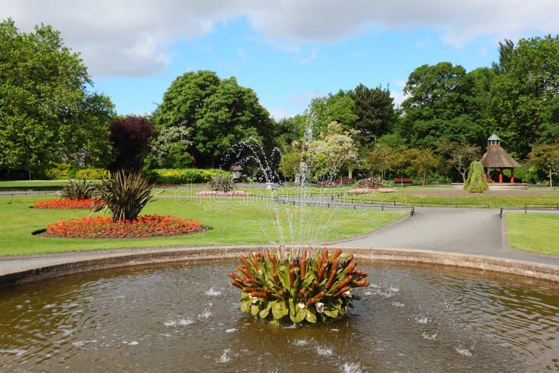 Fontaine en vert de rue Stephen à Dublin images stock