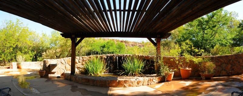 Fontaine et patio photo libre de droits