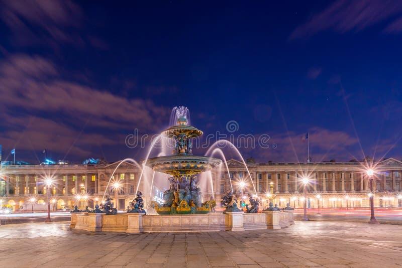 Fontaine Lugar de la Concorde em Paris imagens de stock