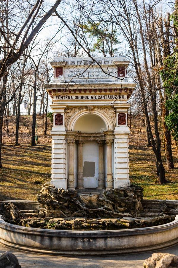 Fontaine médiévale en Carol Park , Bucarest, Roumanie image stock