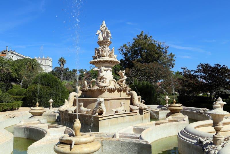 Fontaine magnifique dans le jardin botanique d'Ajuda, Lisbonne photographie stock libre de droits