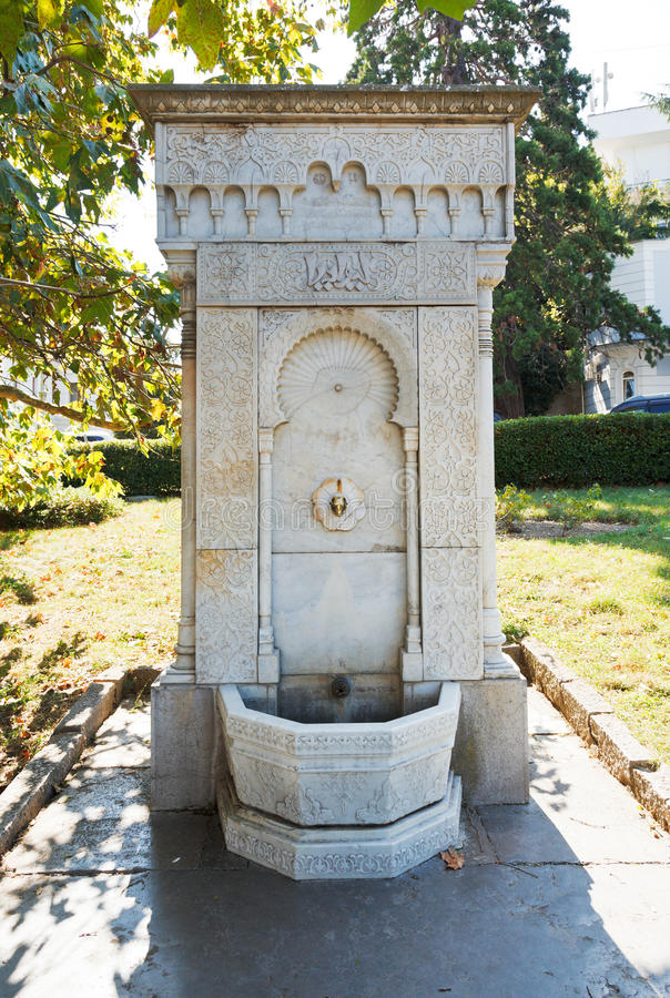 Fontaine orientale de marbre de style dans le jardin de for Fontaine asiatique jardin