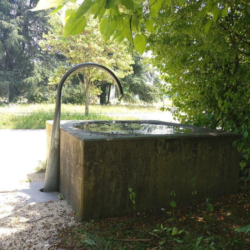 Fontaine på solig dag arkivbild