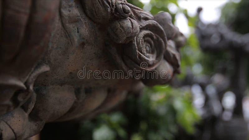 Fontaine Plan rapproché de vintage de statue de jardin Ange de sommeil au cimetière de Recoleta de La à Buenos Aires Sculpture en photos stock