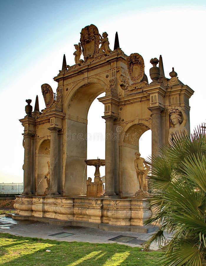 Fontaine sur la promenade de Naple photo libre de droits