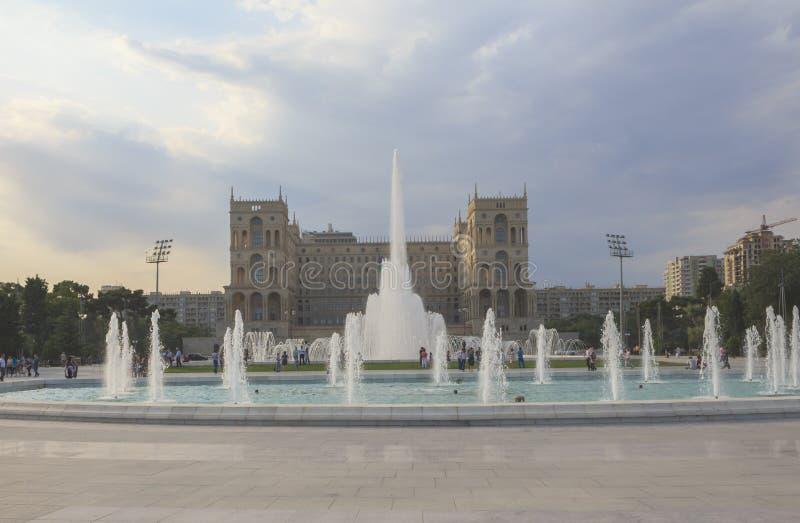 Fontaine sur le boulevard à Bakou photographie stock libre de droits