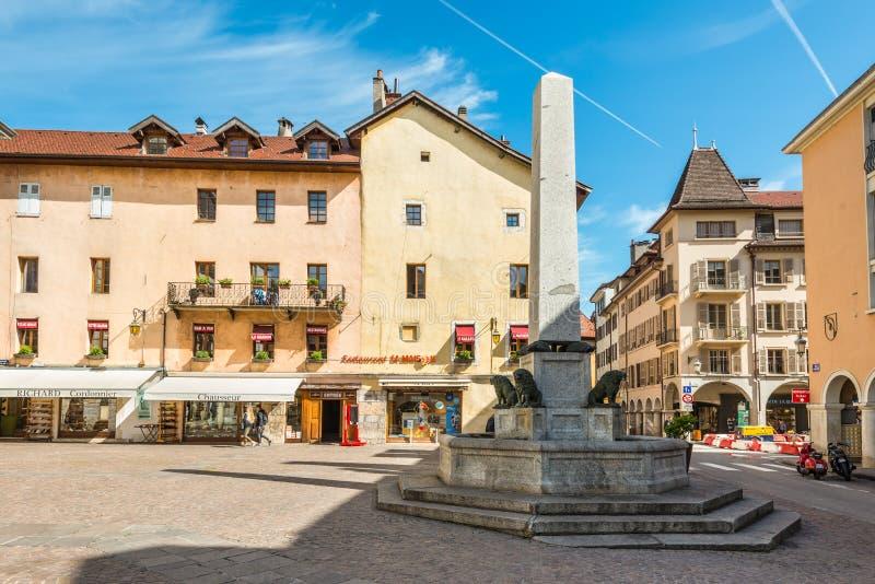 Fontaine w miejscu Notre Damae w Annecy, Francja fotografia stock