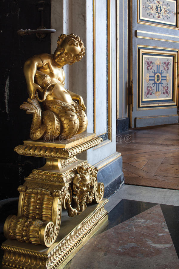 Fontainebleau, France - 15 août 2015 : Détails, statue et meubles photos libres de droits