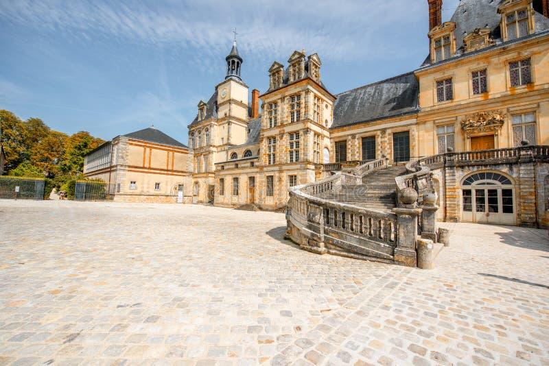 Fontainebleau mit berühmtem Treppenhaus in Frankreich stockbild
