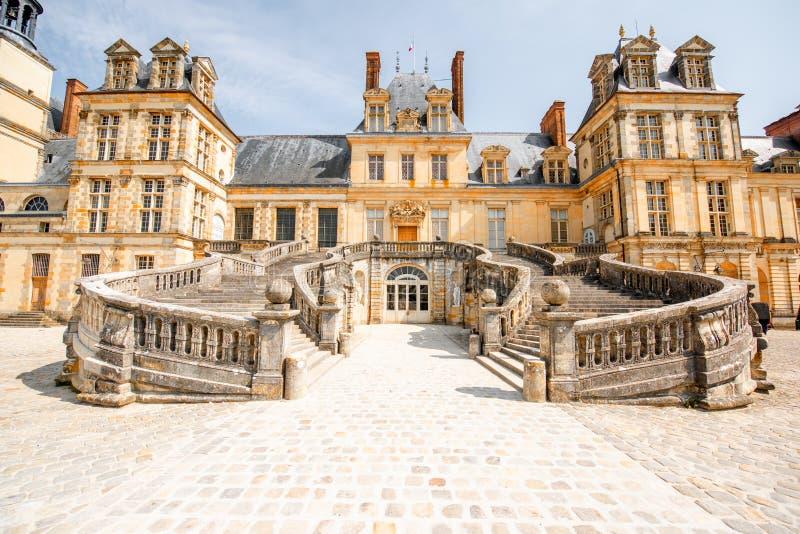 Fontainebleau mit berühmtem Treppenhaus in Frankreich lizenzfreies stockfoto