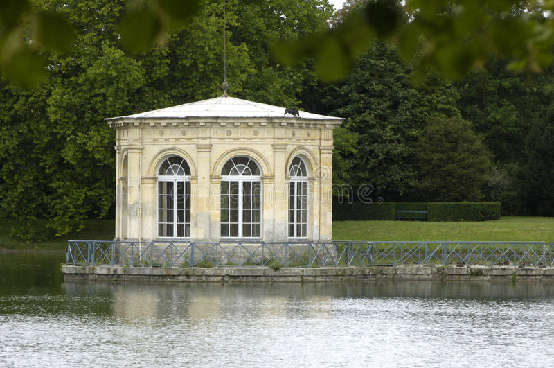 fontainebleau slottpark arkivbilder