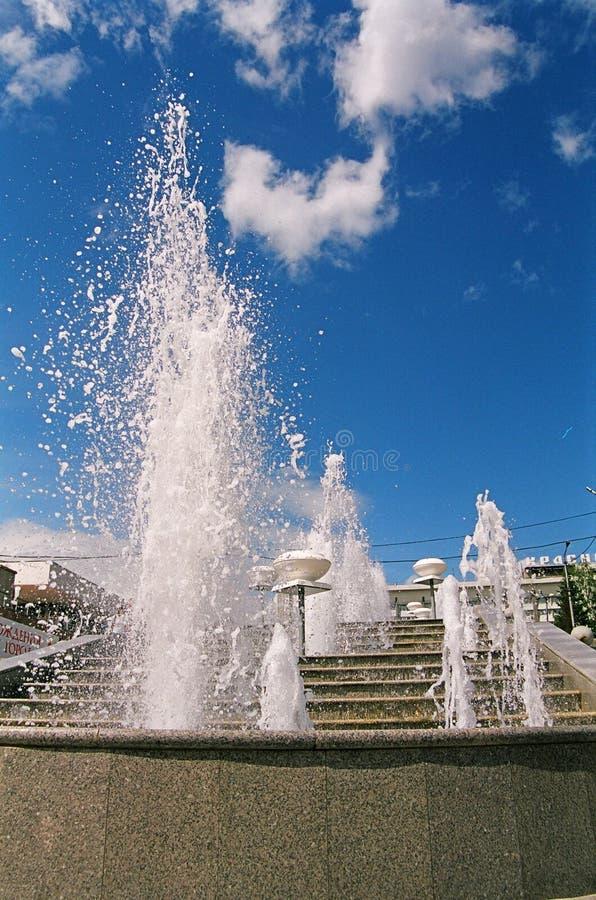 Download Fontaines photo stock. Image du d0, éclabousse, lumière - 728302