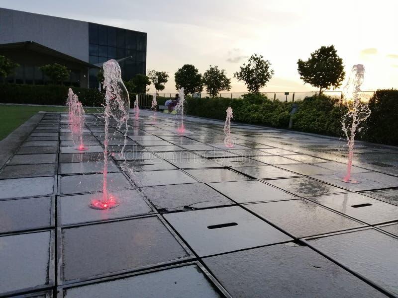 Fontaines au coucher du soleil image libre de droits