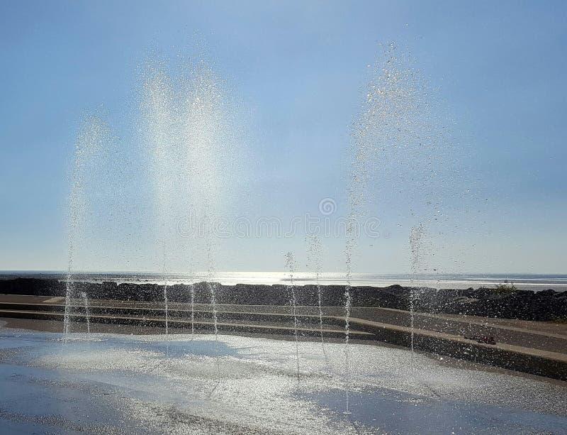 Fontaines au soleil photographie stock libre de droits