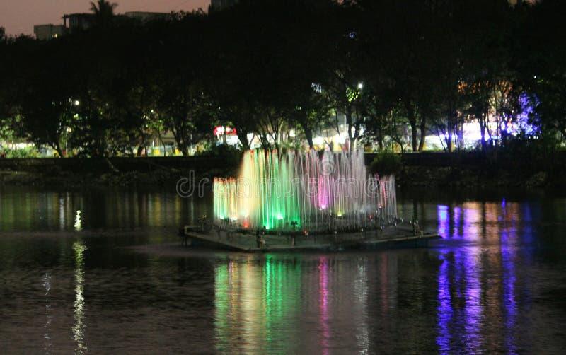 Fontaines au thane de lac Kachrali images stock