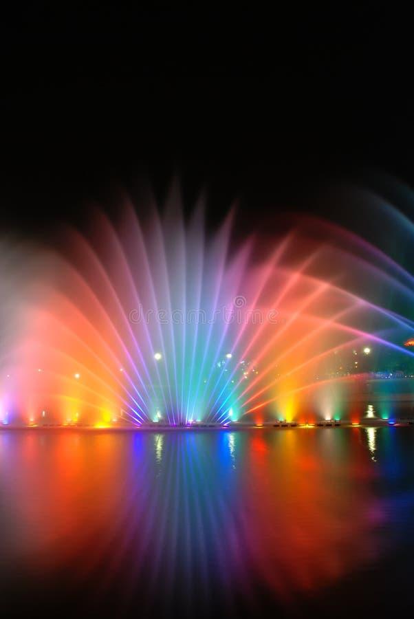 Fontaines colorées musicales photos stock