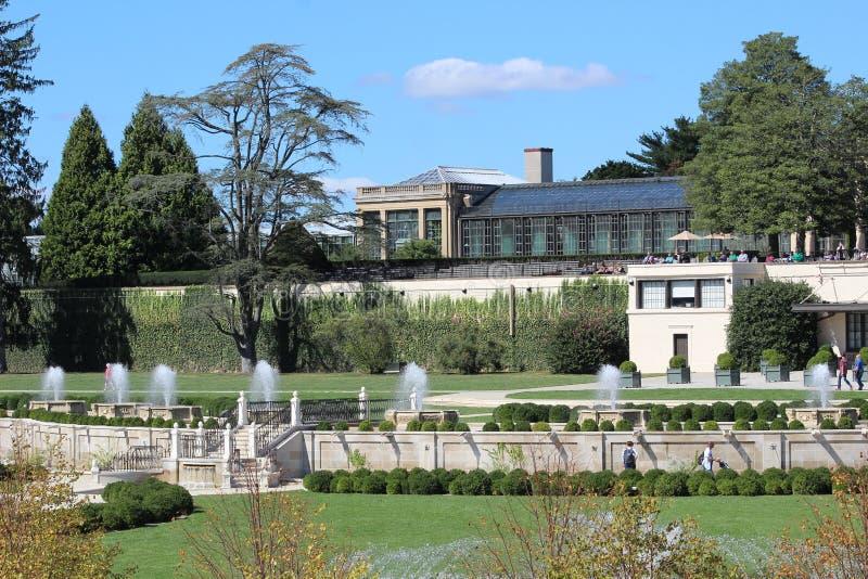 Fontaines dans les jardins photos libres de droits