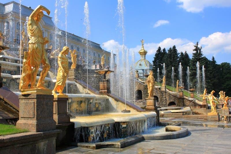 Fontaines de Peterhof, Russie photographie stock libre de droits