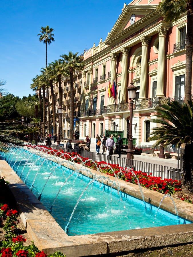 Ville hôtel et fontaines à Murcie, Espagne photos libres de droits