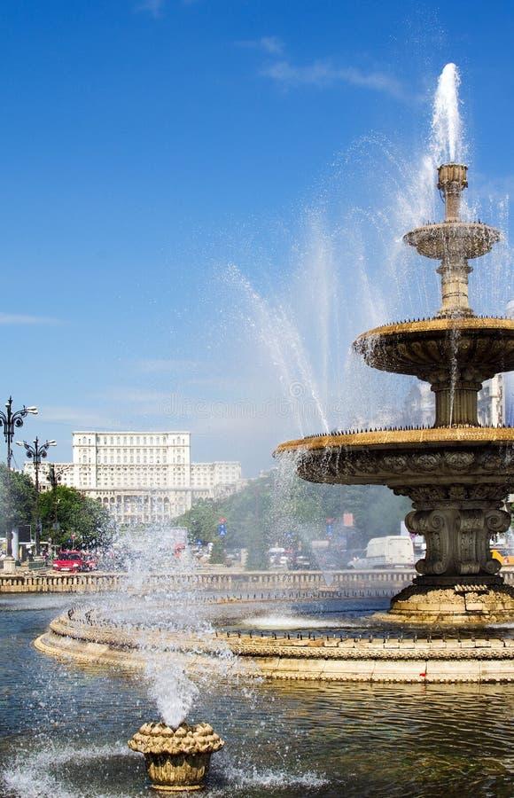 Fontaines du centre de Bucarest images libres de droits