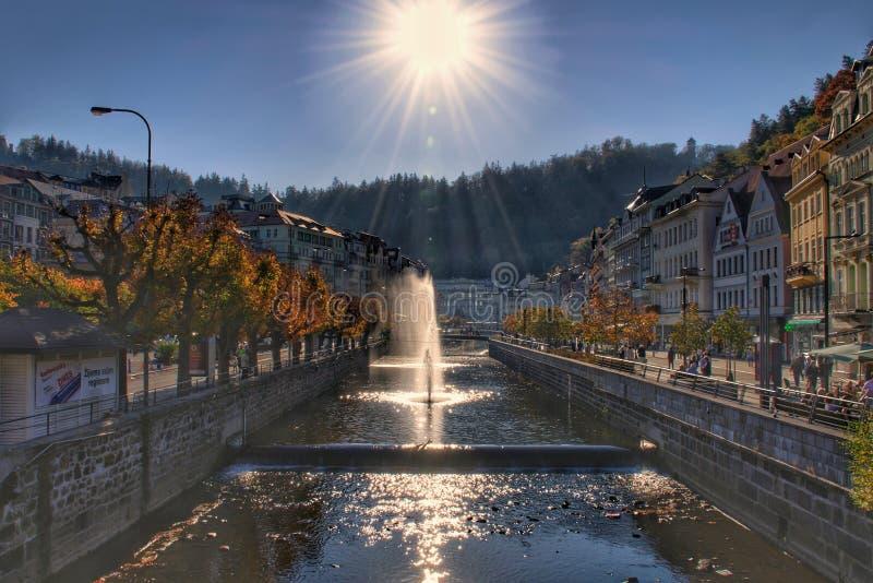 Fontaines en rivière de Tepla à Karlovy Vary images libres de droits