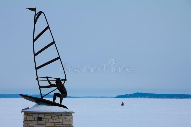 Fontana, γλυπτό WI Lakefront Windsurfer στοκ φωτογραφία με δικαίωμα ελεύθερης χρήσης