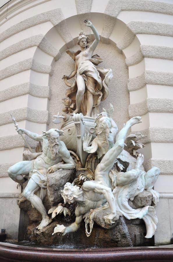 Fontana al cancello della st Michael a Vienna immagine stock