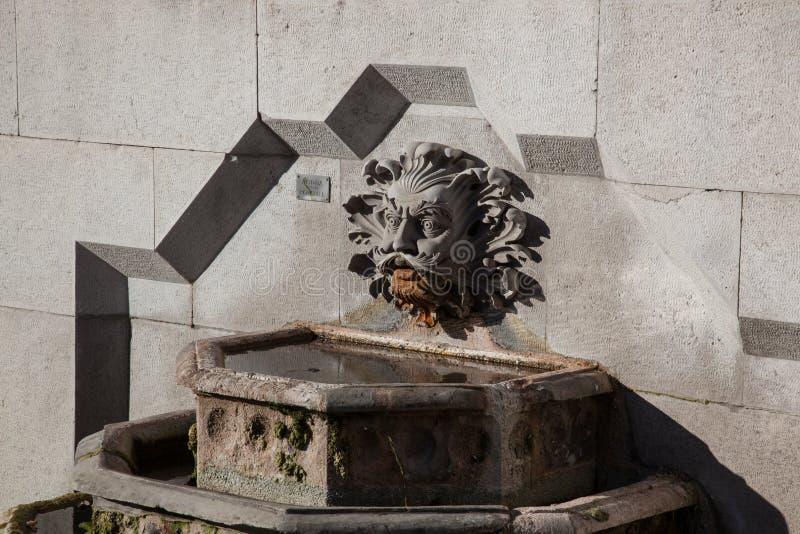 Fontana al castello di miramare fotografia stock libera da diritti