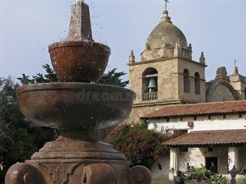 Fontana alla missione Carmel fotografie stock