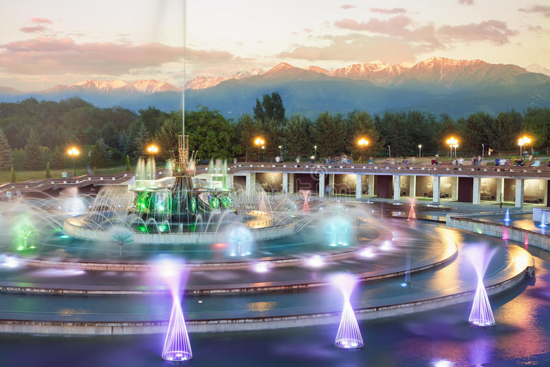 Fontana a Almaty, il Kazakistan fotografia stock