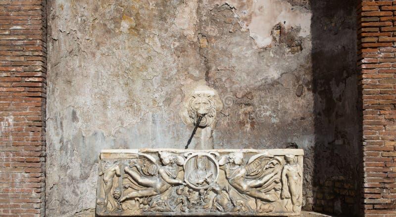 Fontana antica di Roma fotografia stock