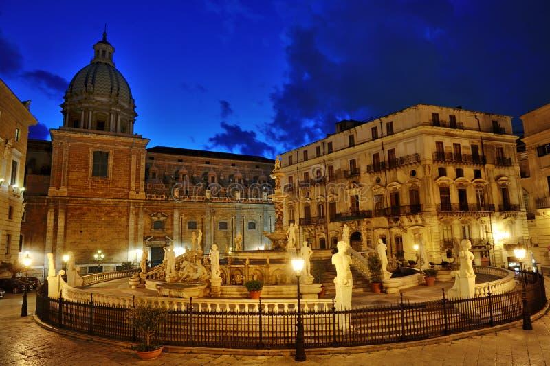 Fontana barrocco famosa di vergogna sulla piazza Pretoria, Palermo, Sicilia, Italia immagine stock
