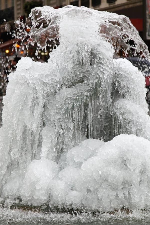 Fontana congelata immagini stock libere da diritti